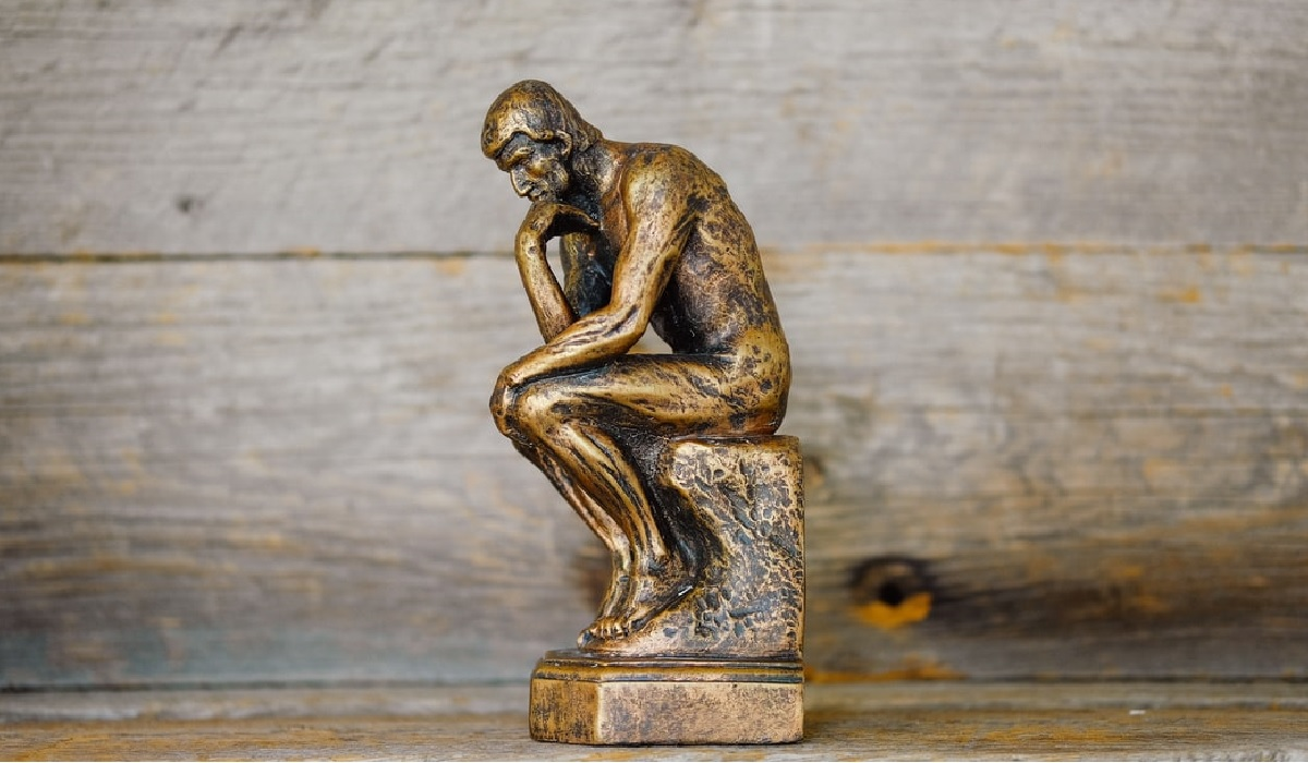Image of an ornament of the thinking man.